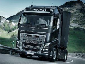 A közúti árufuvarozók kamionok kötelező biztosítása drága
